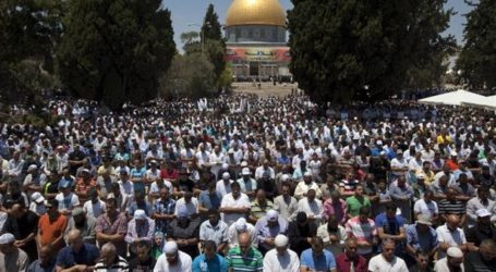 250 Palestinians Travel from Gaza Strip to Jerusalem for Friday Prayers at Al-Aqsa