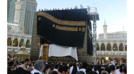 Kaaba Gets New Kiswah