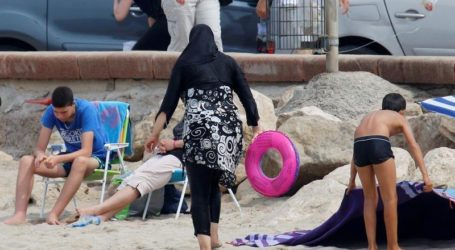 """Muslim Family 'Treated Like Aliens"""" On Trip To English Seaside Town"""