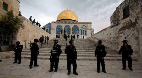 Hundreds of Jewish Settlers Forced to Enter Al-Aqsa Mosque