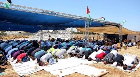 Homeless Palestinians Pray On Ruins Of Homes Demolished By Israel