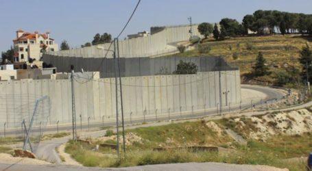 Israel Temporarily Stops Gaza Wall Construction