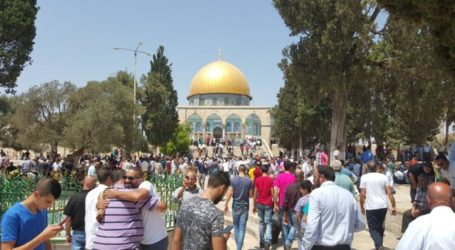 Tens of Thousands Perform Friday Prayers at Aqsa Mosque