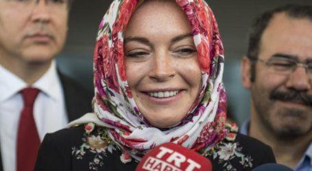 "Lindsay Lohan's Instagram Bio Says ""Alaikum Salam"" and Muslims Are Welcoming Her to Islam"
