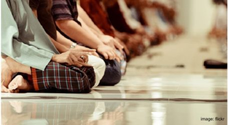 Muslims Should Keep the Obligatory Prayers Five Times a Day