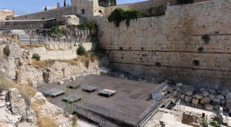 Israeli Bid To Judaize Buraq Wall Near Aqsa Mosque