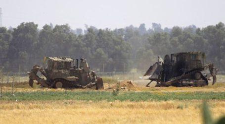 Israeli Military Buldozers Infiltrate Into East of Gaza