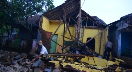 Java Quake Toll Rises: Three Dead, Seven Hurt, 800 Homes Damaged or Destroyed