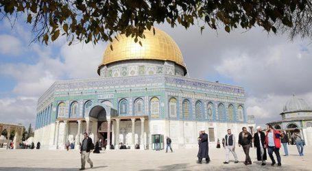 Israel Orders a Travel Ban on Al-Aqsa Mosque Preacher