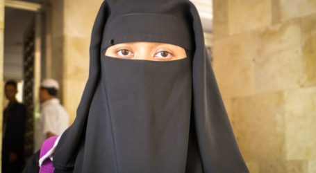 Growing Popularity of the Niqab Polarizes Opinion in Indonesia