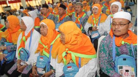 Indonesian Pilgrims Start Paying Off Hajj Fee