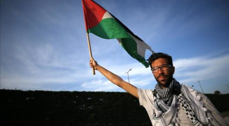Swedish Activist Continues Walk for Palestine