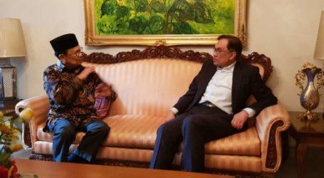 Anwar Meets BJ Habibie in Jakarta