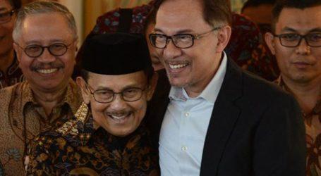 Anwar Ibrahim Comes to Jakarta at Habibie`s Invitation