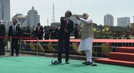 Jokowi and Modi Fly Giant Kite at National Monument