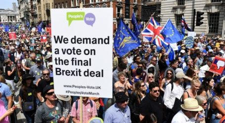 UK: Tens of Thousands March for Brexit Deal Referendum