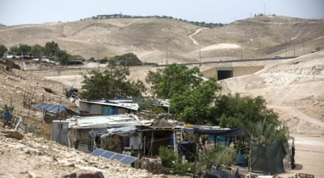 Israeli Army Declares Khan al-Ahmar Closed Military Zone, Restricting Movement