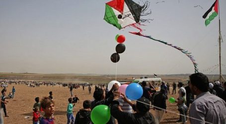Israeli Plane Strikes Kite Fyers in Gaza