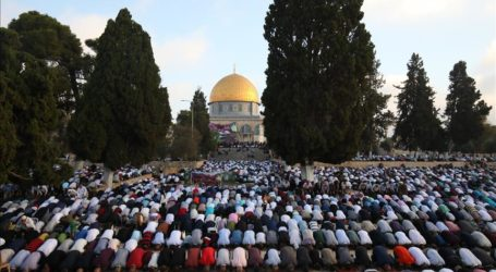Friday Prayer at Al-Aqsa Mosque Continues with Coronavirus Prevention