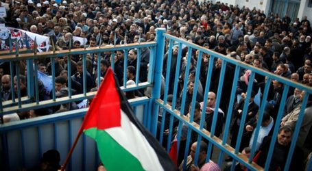 Thousands Pay Farewell to 3 Palestinian Martyrs