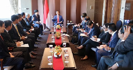 President Jokowi Meets Four South Korean Business Leaders