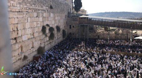 Thousands of Settlers Converge on Al-Buraq Square, 382 Defiled Al-Aqsa
