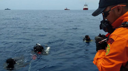 Indonesian Navy Search for Lion Air JT 610's Victims