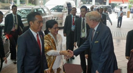 President Jokowi arrives in Singapire for ASEAN Summit