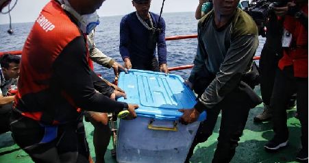 Joint Indonesian Divers Retrieves Black Box of Lion Air JT610