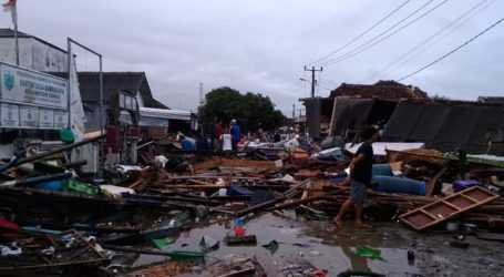 Tsunami in Indonesia Sunda Strait Kills at Least 373 People