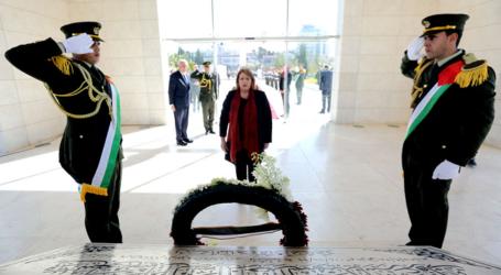 Visiting Palestine, President's Malta Puts Wreath on Arafat's Tomb