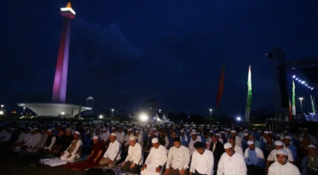 Citizens of Various Regions Attend Munajat 212 at Monas