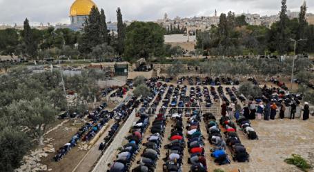 Friday Prayers in Al-Aqsa Compound 'calm' Amid Tensions