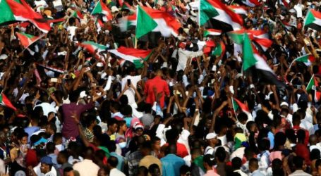 Great Demonstration Urges Military to Give Power to Civilians in Sudan