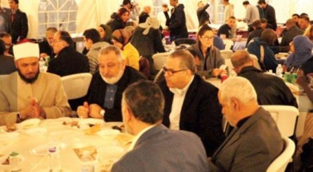 """Detroit's Islamic Center Organizes """"Iftar Tent"""" to Offer Free Meals"""