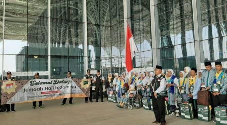 Indonesian First Hajj Contingent Lands in Medina