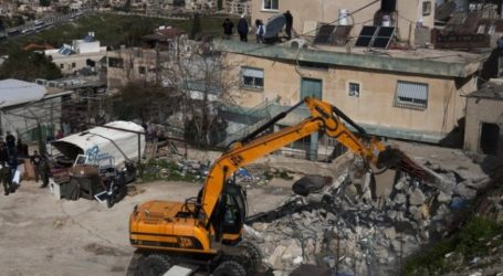 Israeli Forces Destroy Palestinian Houses in Hebron