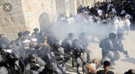 Israel Use Rubber Bullets to Dispers Worshipers in Al-Aqsa