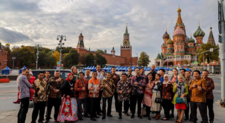Indonesian Batik Day Held at Moscow's Red Square