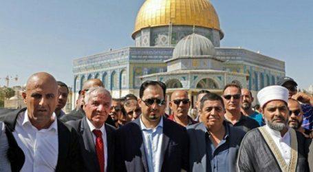 Saudi Football's Officials Perform Prayers at Aqsa Mosque