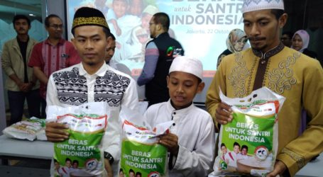 Indonesian Santri Day, ACT Distributes 100 Kg Tons of Rice