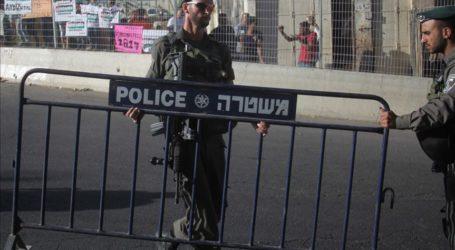 Jewish Settlers Storm Hebron's Ibrahimi Mosque