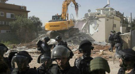 Israel Demolishes Palestinian Apartments and Shops
