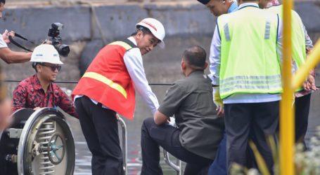 President Jokowi Checks Alugoro Submarines Made in Indonesia