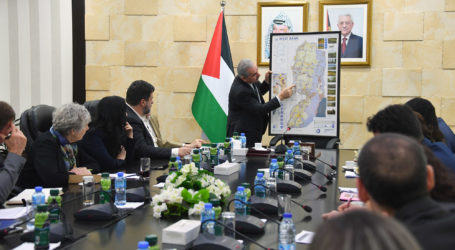 Palestinian PM Calls on Europe to Get International Companies to End Work in Israeli Settlements