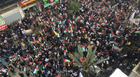 Tens of Thousands of Palestinians Demonstrate Against Deal of Century