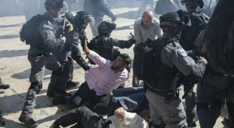 Israel Forbids Palestinian Muslim Pray in Al-Aqsa