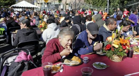 American Muslim Distribute Warm Food to Homeless in Manhattan
