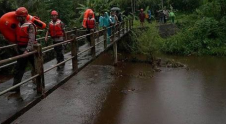 As 10 Indonesian Students Died in Sempor River