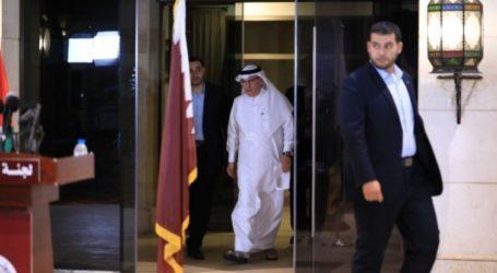 Qatar Ambassador Distributes Aid to Gaza